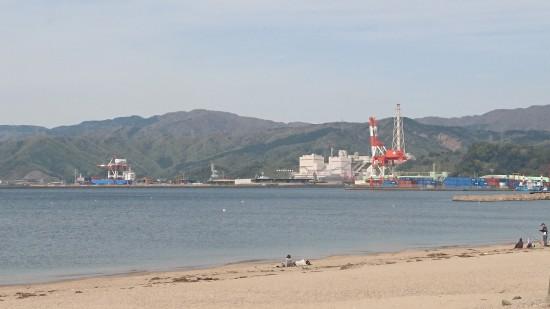 気比の松原から見た敦賀港